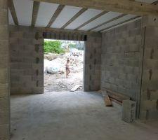 Vue du futur cellier avec la niche pour nos 3 colonnes
