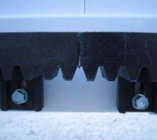 Fixation des crémaillères (passage entre les parties d'1m), avec des vis auto-perforante.