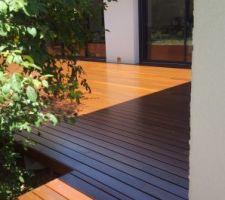 Terrasse ipé terminée : jonction trottoir le long des chambres / partie jour.
