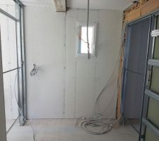 Dressing : à gauche accès vers la chambre parentale, à droite accès vers notre salle de bain parentale