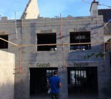 on a une bonne idée de la hauteur de la maison avec la hauteur du pignon des voisins