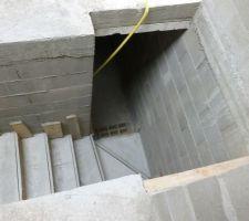 Escalier béton coulé