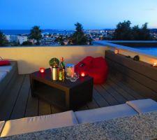Terrasse encastrée de nuit