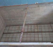 la dalle qui vas etre couler est la meme que pour la maison en beton arme avec poutrelles hourdis et grillage