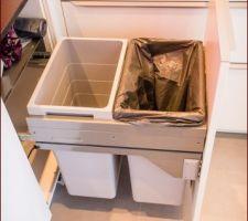 La poubelle double bac ouverte :)