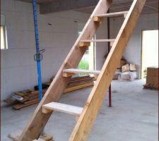 Réalisation d'un escalier temporaire (autoconstruction donc on se simplifie un peu la vie)