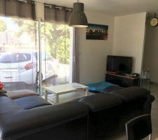 Coin salon. Meuble TV de chez Maison du Monde, lustre de chez Ikea. Il reste la table de salon à faire (c'est en cours...)