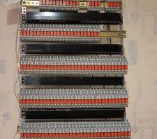 Préparation de l'armoire domotique avec l'automate, les relais, les borniers...