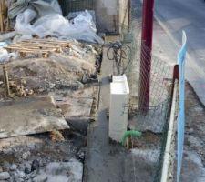 cloture sur rue en cours coulage des fondations