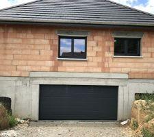 Porte garage sectionnelle motorisée hormann anthracite