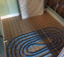 Le chauffage au sol est prêt ( salle d'eau)