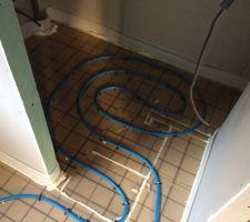 Le chauffage au sol est prêt (cellier cuisine)