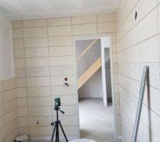 Faïence salle de bain parentale, vue vers l'entrée