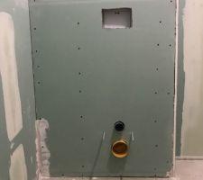Coffrage bâti WC, restera à passer un coup d'enduit dessus.