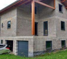 Vue générale de la maison l'angle est à l'est.