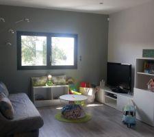 Salon d'étage : espace jeux des enfants !