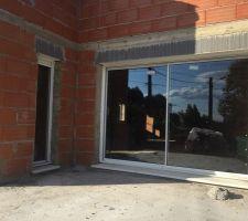 Baie vitrée 3m + fenêtre fixe