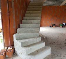 Voilà l'escalier principale décoffré