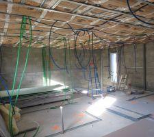 Installation des gaines électriques à l'étage! ENFINNNNN!