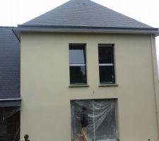 Enduit blanc cassé, travail propre,chantier propre, huisserie non esquinter, bonne protection contres les projection bravo