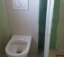 Pose du WC de la sdb! Reste l'enduit à faire!
