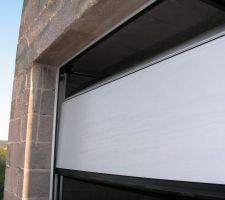 Détails de la porte de garage en 4 panneaux