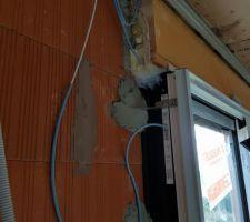 Capteurs et câbles installés sur cette baie vitrée + son coffre de volet roulant électrique  (coté gauche= coté opposé au moteur)