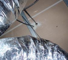 Passage des câbles en cloison
