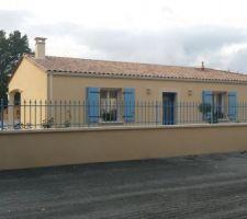 Maison côté rue, les grilles et portail: entreprise JOYET à Surgères, du très bon boulot.