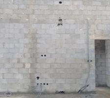 Cloisons intérieurs parpaings de 10 et câblage électrique