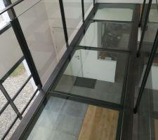 Et oui..nous les attendions! Les voilà, les dalles de verre de la passerelle ! (Steel Metal à Plescop à côté de Vannes (56))