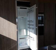 Réfrigérateur AEG en place