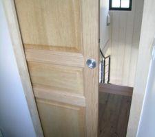 Porte intérieure à galandage.