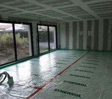 Isolation du sol en polyuréthane projeté