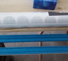 En cours. Baguette en couleur bleu Atol n#1 de chez Leroy et avec le futur papier peint