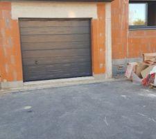 La porte de garage a bien été changée !