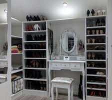 Dressing a chaussures de madame et rangements sur les 2 cotés