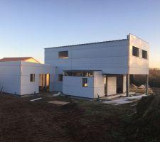Les volumes extérieurs se dessinent! Ca y est, fini la 3D, la maison prend forme de jour en jour.