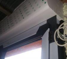 pb fenêtre caisson blanc et fenêtre gris anthracite