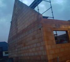 Contente la construction avance bien