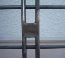 Rambarde en bois (Fresnes) et métal soudé à la main. Détail des soudures.