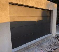 Porte de garage sectionnelle alu Gypass Activa coloris noir 2100 sablé