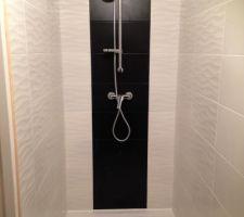 Pose de la robinetterie dans la douche