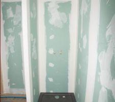 Pose du plancher chauffant - Vue de la douche à l'étage