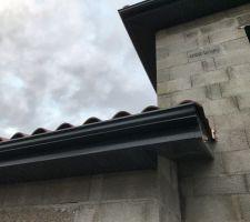 Petit à petit la toiture se finie