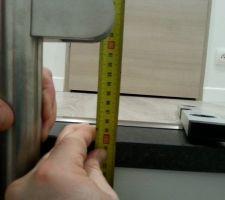 Vérification de la hauteur réglementaire , soit 1 m du sol fini