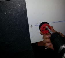 Perçage avec un guide et récupérateur de poussière