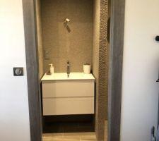 Porte à galandage pour la salle de bain amis