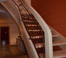 L'escalier avec son mur peint