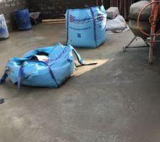Vue intérieure garage / chantier ultra propre